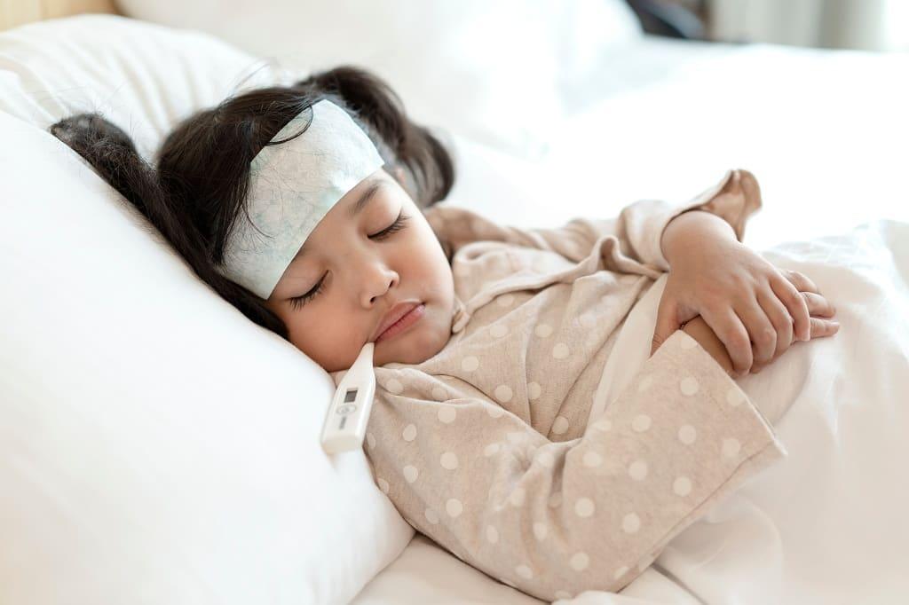 Quelques astuces pour baisser la fièvre d'un enfant
